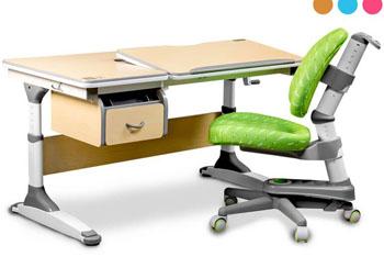 Regulowane biurko dla dziecka z pochylanym blatem