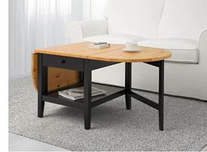 Duży składany stolik kawowy z drewnianym blatem