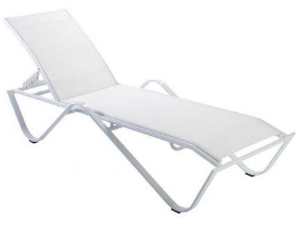 Regulowany leżak ogrodowy na metalowej podstawie sand biały