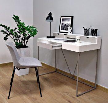 Lakierowane biurko na metalowych płozach grace