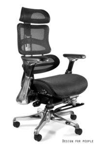 Regulowany fotel biurowy z wysuwanym podnóżkiem ergothrone