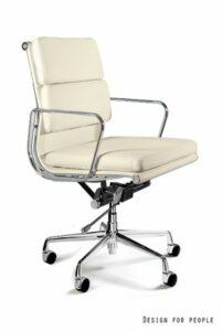 Skórzane krzesło do gabinetu beżowe