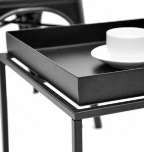 Czarny stolik salonowy z blatem w kształcie tacy ritta l