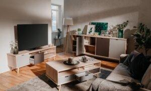 Skandynawski stolik kawowy z szufladami epik