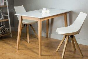 Stół na drewnianych nogach braga