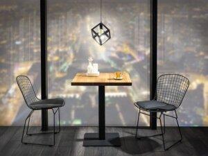 Kwadratowy stół z litego drewna dębowego puro