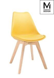 Krzesło na drewnianych nogach z poduszką na siedzisku nordic