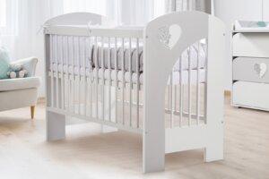 Biało-popielate łóżeczko niemowlęce nel serce z wyjmowanymi szczeblami