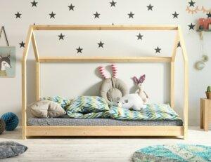 Drewniane łóżko domek do pokoju dziecka bella