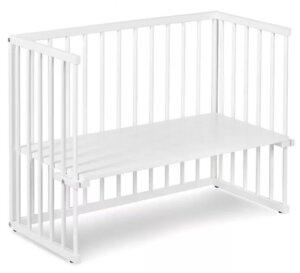 Białe łóżeczko dostawne na kółkach piccolo due 90×45